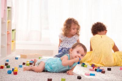 Ребенок проглотил пластмассовую деталь: что делать, первая помощь