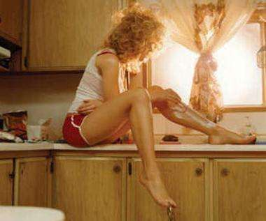 Как избавиться от волос на ногах, чтобы не было неприятных последствий
