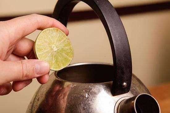 Как почистить чайник от накипи подручными средствами