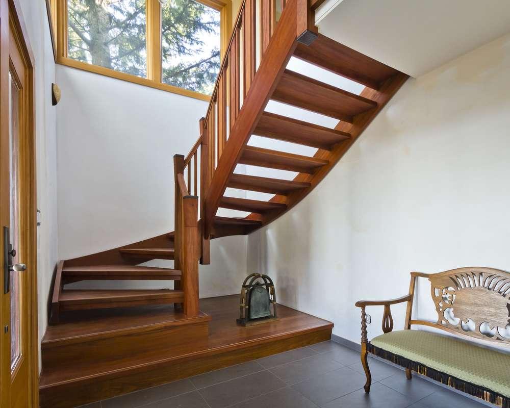 Дизайн лестниц в частном доме: фото