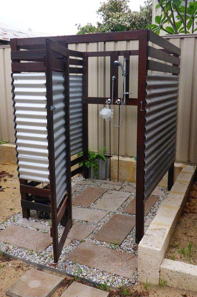 Какой выбрать душ для дачи с подогревом?