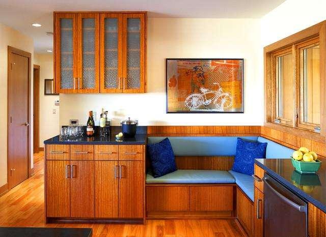 Кухонный уголок со спальным местом – отличное решение для маленькой комнаты