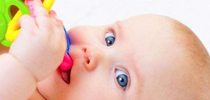 Температура у ребенка при прорезывании зубов. Что делать, как помочь крохе?