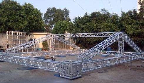 Чем стропильная система двухскатной крыши предпочтительнее всех остальных