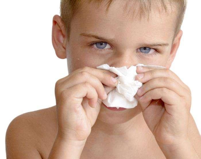 Если возникают зеленые сопли у ребенка, как лечить и что делать