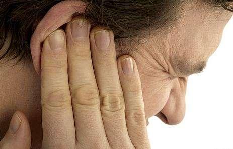 Как правильно капать камфорный спирт в уши?