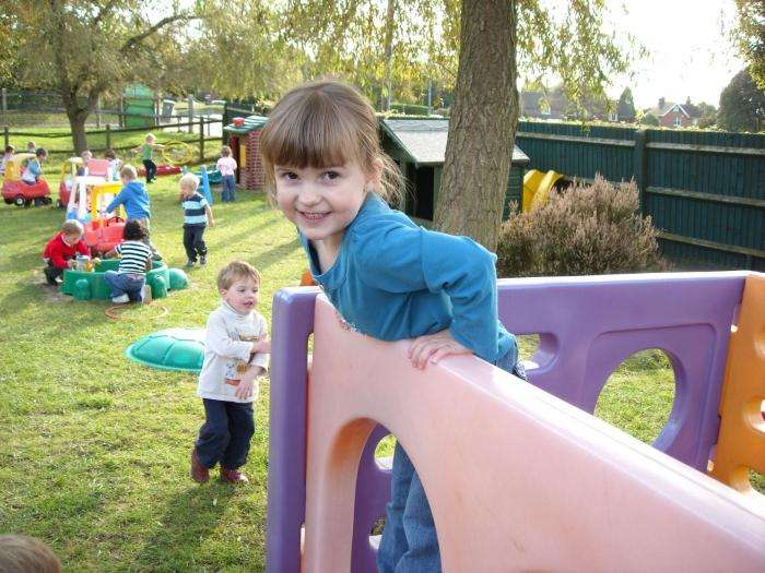Узнаем, как оформить участок в детском саду летом