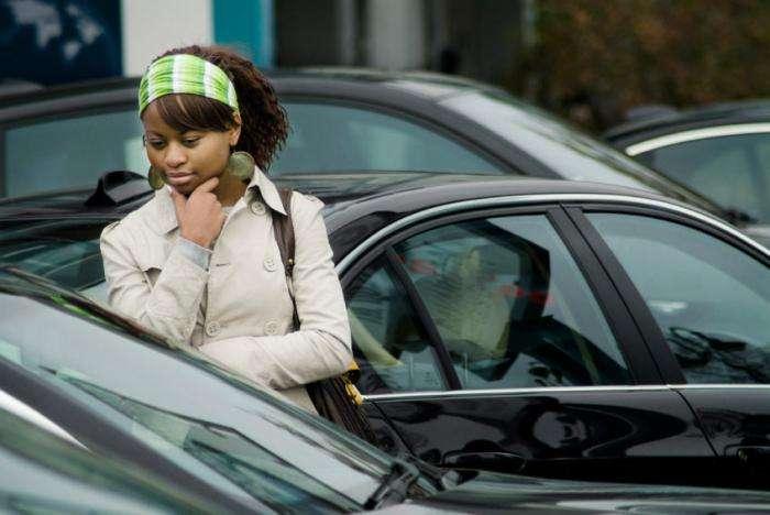 На что обращать внимание при покупке автомобиля с пробегом в автосалоне?