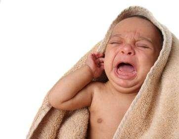 Боль в ухе – чем лечить человека?