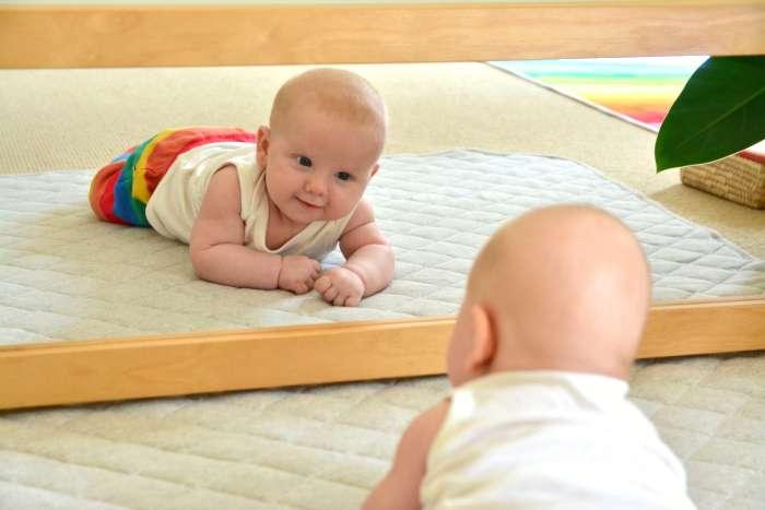 Ребенок ползает по-пластунски: нормы развития, этапы взросления и рекомендации врачей