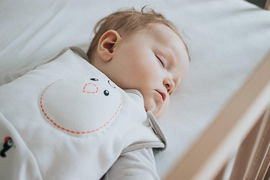 До какого возраста дети спят днем? Распорядок дня ребенка. Ребенок мало спит: норма или нет