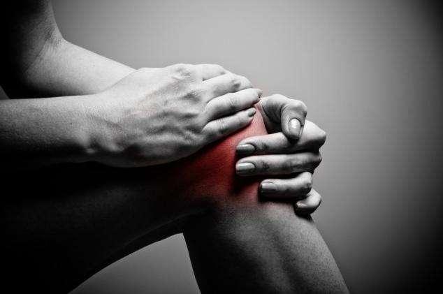 Почему после бега колено болит